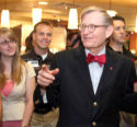 Gordon Gee Welcomes by OSU Students