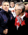 Jim Tressel shakes hands with Illinois head coach Ron Zook after the Buckeyes lost to Illinois 28-21 November 10, 2007